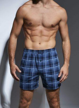 Boxer shorts para homem, com estampado xadrez azul, são suaves ao toque e apresentam um design casual e confortável.