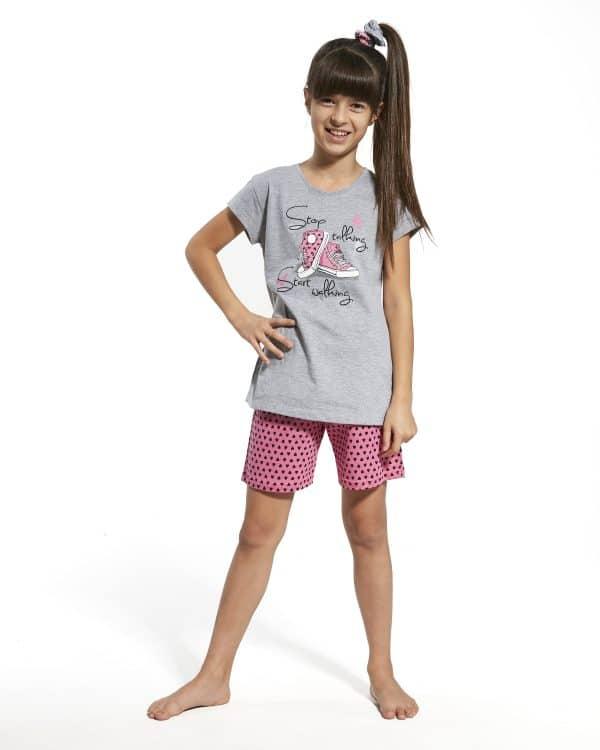 Pijama Menina Summer Shoes é composto por T-Shirt com estampado e calções