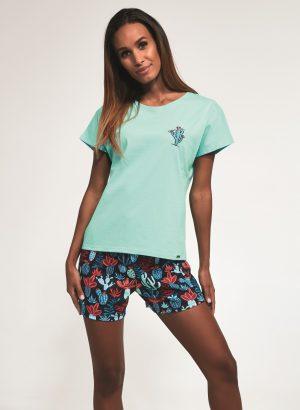 Pijama de mulher para verão com estampados de múltiplos cactos, t-shirt verde menta de manga meia cava e calções azuis