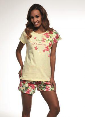 Pijama curto de Muher com estampado lateral de flores,está aqui combinada com calções num padrão floral rosa